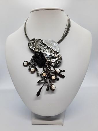 ceramiczna główka z naturalnymi perłami