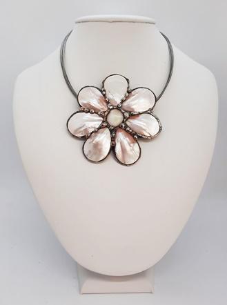 kwiat z masy perłowej